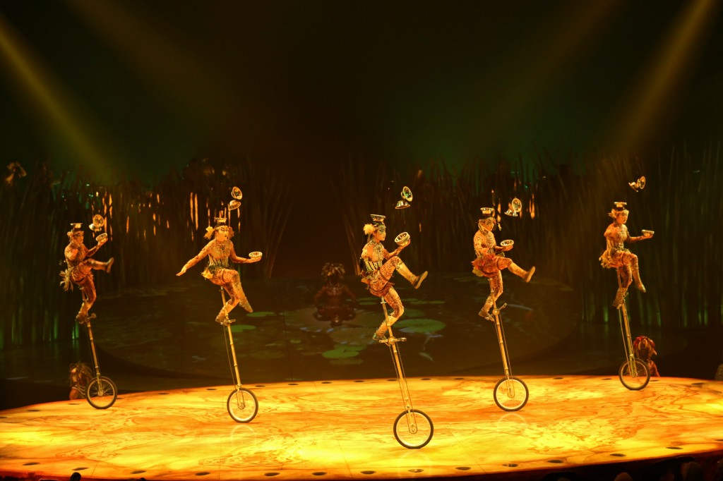 Unicycles Cirque Totem