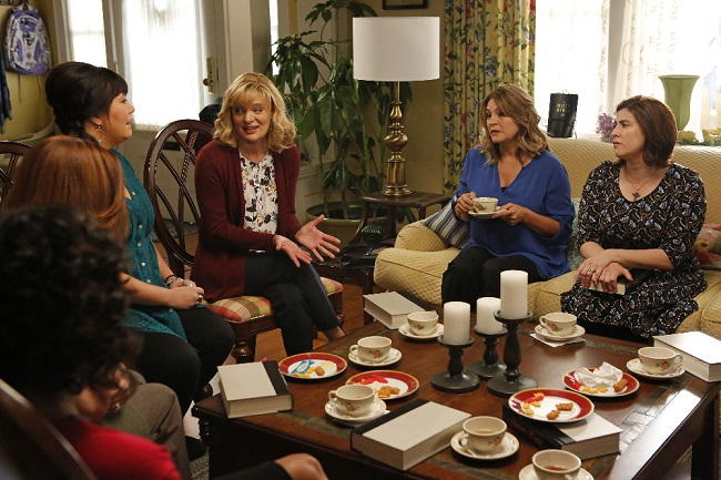 "THE REAL O'NEALS - ""The Real Book Club"" - TUESDAY, APRIL 19 (8:30-9:00 p.m. EDT), on the ABC Television Network. (ABC/Vivian Zink)"
